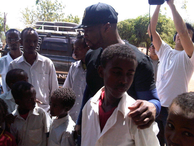 50 cent somalia 1 50 Cent Visits Somalia & Kenya To Donate Meals (Pics)