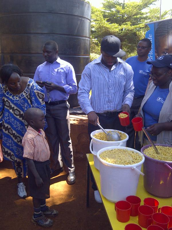 50 cent somalia 5 50 Cent Visits Somalia & Kenya To Donate Meals (Pics)