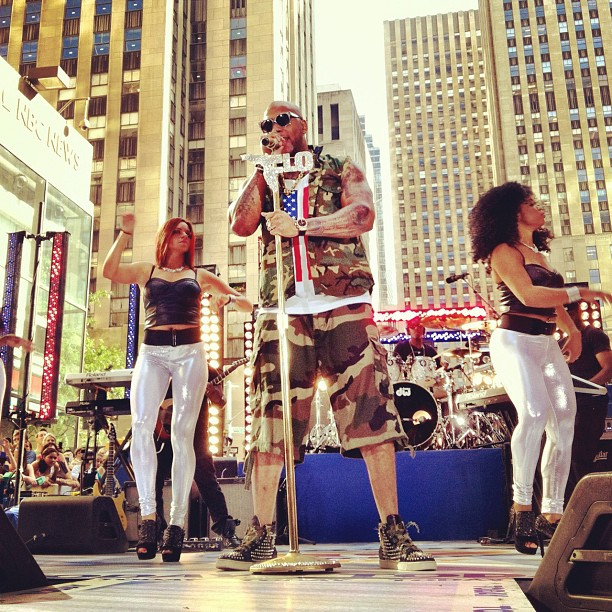 http://hiphop-n-more.com/wp-content/uploads/2012/07/flo-rida-today-show.jpg