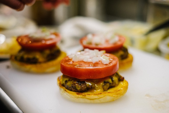 hypebeasts-eats-pharrell-burger-13-700x466