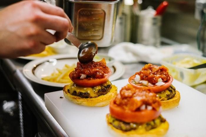 hypebeasts-eats-pharrell-burger-14-700x466