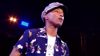 pharrell-performs-freedom-at-glastonbury-2015