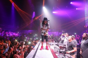 Lil Wayne Plays & Raps Along To Drake 'Back To Back' At Miami Nightclub (Video)