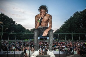 Travis Scott Arrested After Encouraging Fans To Rush Lollapalooza Stage