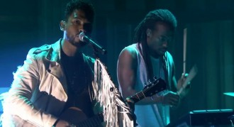 miguel performs simplethings on the tonight show