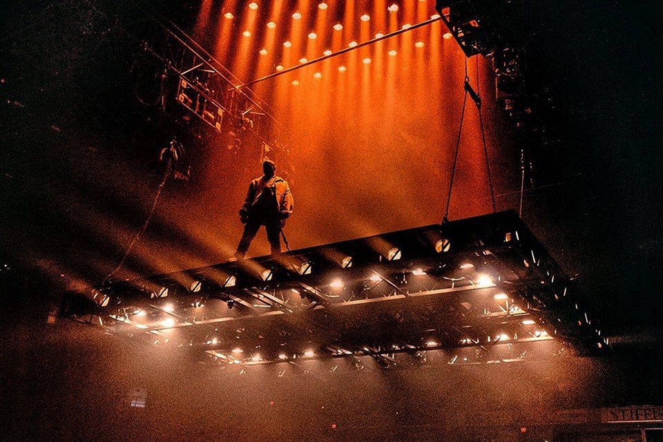 Kanye West Has Made A Lot Of Noise With His Saint Pablo Tour, Mainly For  Its U201cflying Stageu201d Setup. Most Of The Tour So Far Has Been Sold Out And Now  Kanye ...