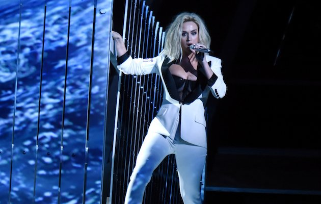 Katy Perry & Skip Marley Perform 'Chained To The Rhythm ...
