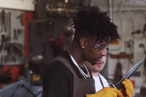 21 Savage Makes His Own Knife & Explains How 'Issa' Was Created