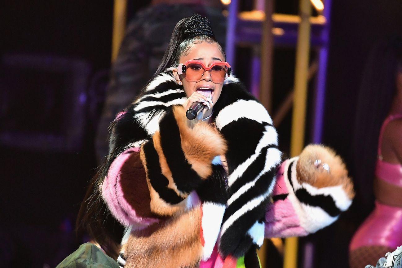 Cardi B Hip Hop: Cardi B Performs 'Bodak Yellow' On 2017 BET Hip-Hop Awards