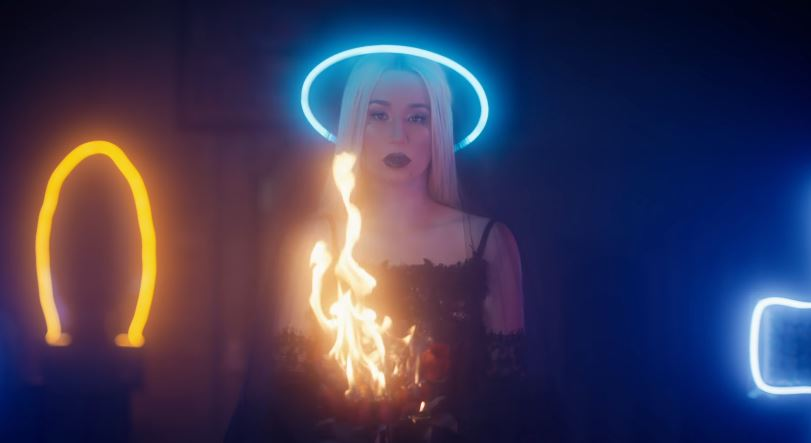 Iggy Azalea releases 'Savior' music video