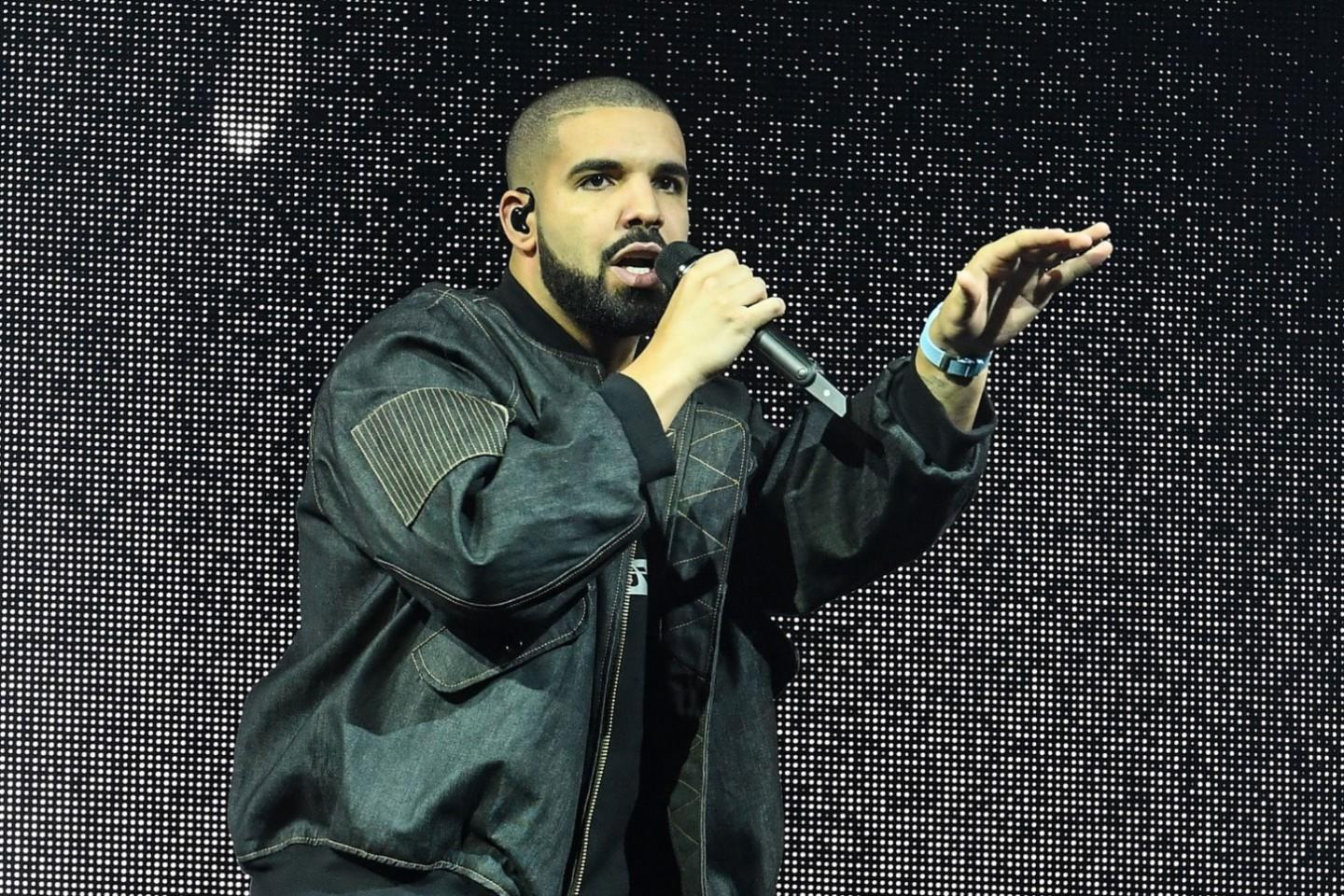 Drake Tour Bus Gets Towed in Kansas City
